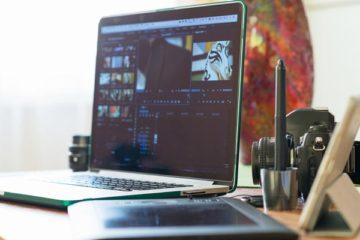 Laptop auf Schreibtich - Videofootage